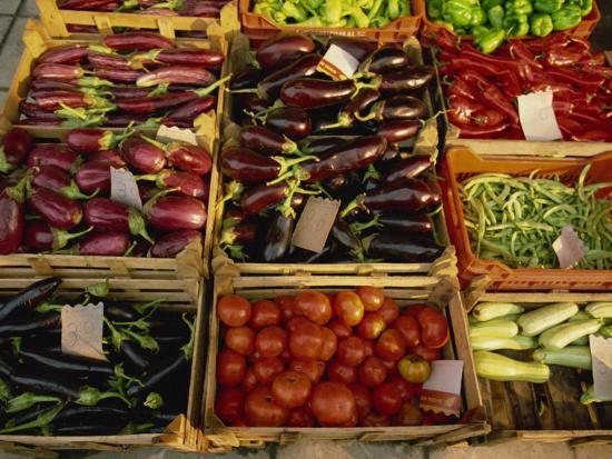 rainford-roy-aubergines-tomatoes-peppers-and-other-vegetables-in-the-market-at-tenerife-canary-islands-spain