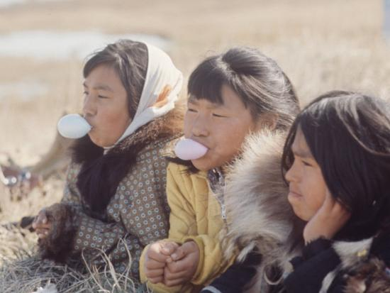 ralph-crane-alaska-native-alaskan-girls-blowing-bubbles
