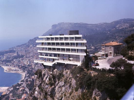 ralph-crane-vistaero-hotel-perched-on-the-edge-of-a-cliff-above-monte-carlo-monaco