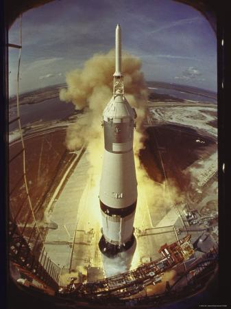ralph-morse-apollo-11-space-ship-lifting-off-on-historic-flight-to-moon