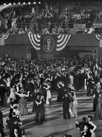 ralph-morse-huge-numbers-of-people-dancing-on-the-ballroom-floor-during-harry-s-truman-s-inaugural-ball