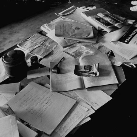 ralph-morse-littered-desk-in-study-belonging-to-albert-einstein
