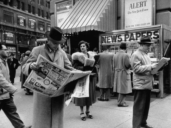 ralph-morse-people-buying-out-of-town-newspapers-in-times-square-during-newspaer-strike