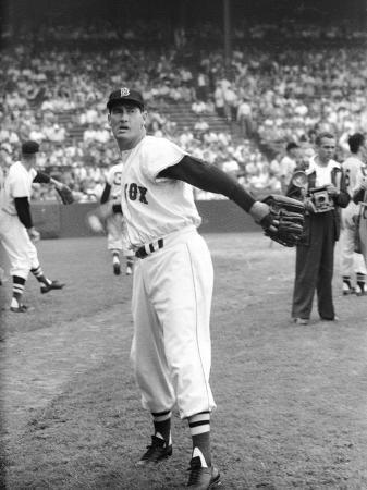 ralph-morse-ted-williams-throwing-baseball