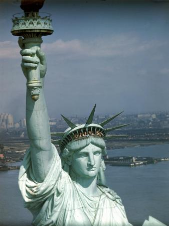 ralph-morse-tourists-looking-out-from-the-statue-of-liberty-crown