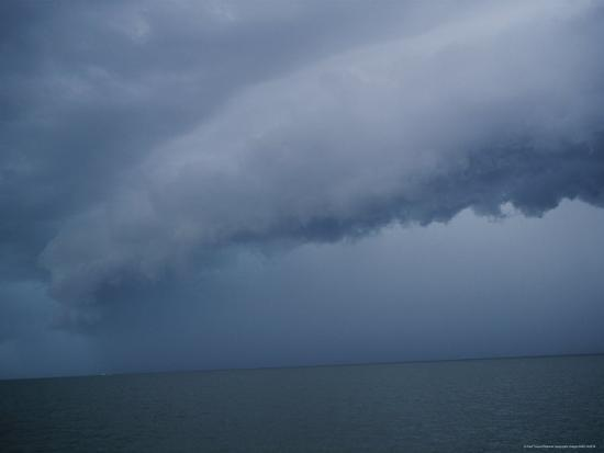 raul-touzon-storm-cloud-hanging-low-over-the-water