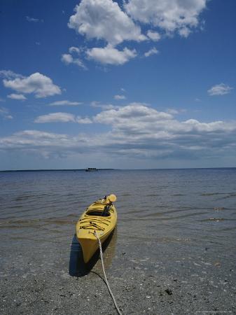 raul-touzon-yellow-kayak-on-a-beach-in-the-everglades