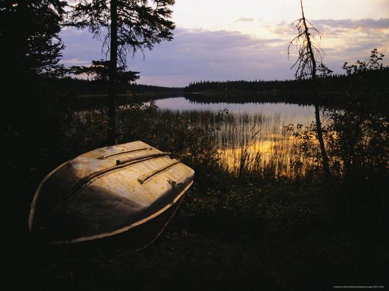 raymond-gehman-an-upturned-rowboat-on-the-shore-of-iskwasum-lake-at-sunset