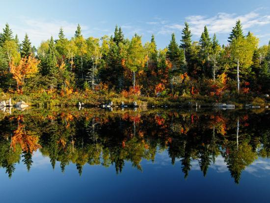 raymond-gehman-autumn-foliage-reflected-in-a-canadian-lake