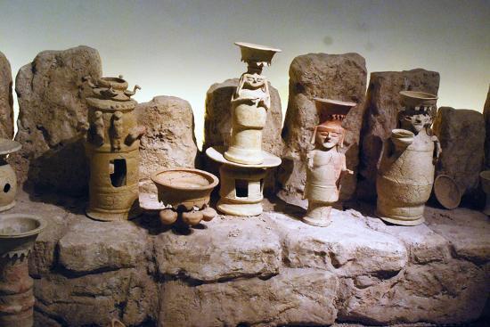 reconstruction-of-an-edomite-shrine-with-original-ceramic-ritual-vessels-hatzeva-israel