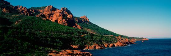 red-rocks-in-the-late-afternoon-summer-light-at-coast-esterel-massif-french-riviera