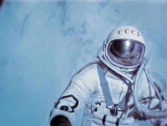 ria-novosti-alexei-leonov-first-space-walk-1965