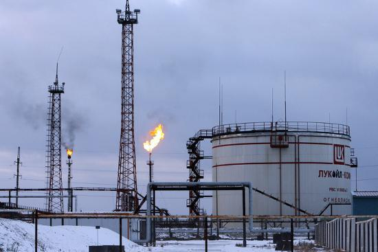 ria-novosti-oil-wells-and-natural-gas-storage-tank