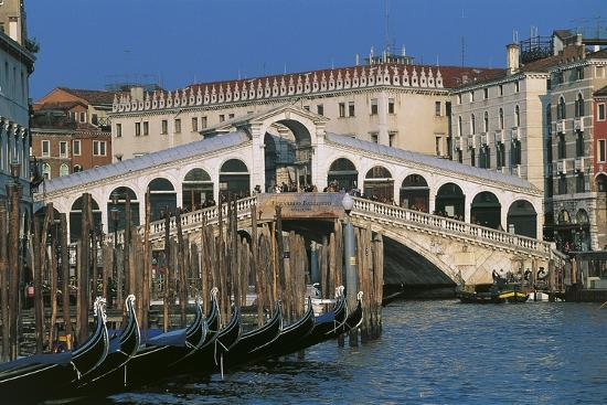 rialto-bridge-1588-1591-venice-unesco-world-heritage-list-1987-veneto-italy