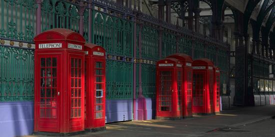 richard-bryant-red-telephone-boxes-smithfield-market-smithfield-london