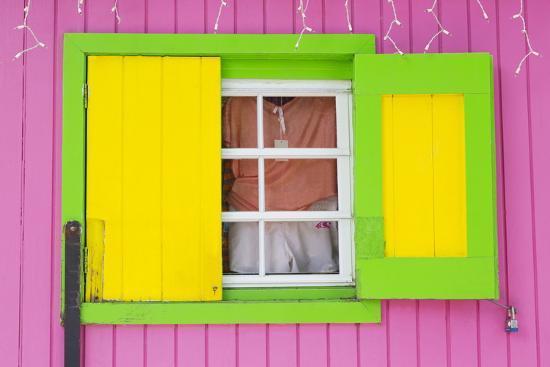 richard-cummins-beach-store-in-cruz-bay