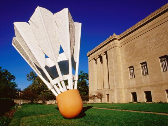 richard-cummins-giant-shuttlecock-sculpture-at-nelson-atkins-museum-of-art-kansas-city-missouri