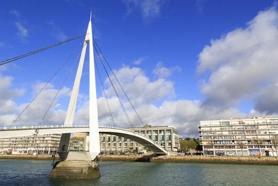 richard-cummins-pedestrian-bridge-over-the-commerce-basin-le-havre-normandy-france-europe