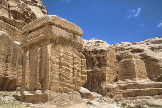 richard-maschmeyer-djinn-blocks-dating-from-between-50-bc-and-50-ad-petra-jordan-middle-east
