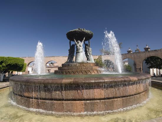 richard-maschmeyer-fuente-las-tarasca-a-famous-fountain-morelia-michoacan-mexico-north-america