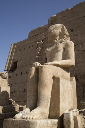 richard-maschmeyer-seated-colossus-in-front-of-8th-pylon-karnak-temple-luxor-thebes-egypt-north-africa-africa