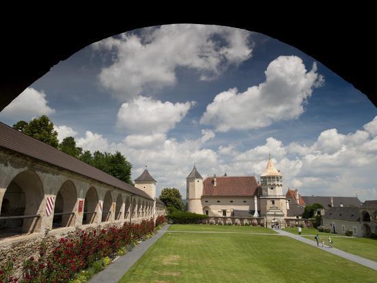 richard-nebesky-courtyard-of-renaissance-rosenburg-castle-rosenburg-niederosterreich-austria-europe
