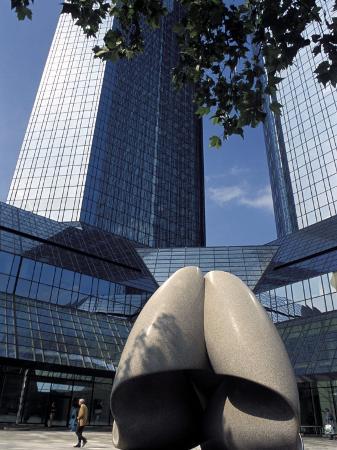 richard-nebesky-modern-statue-in-the-square-between-skyscrapers-frankfurt-am-main-germany