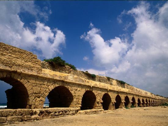 richard-nowitz-remains-of-the-roman-aqueduct-at-caesarea