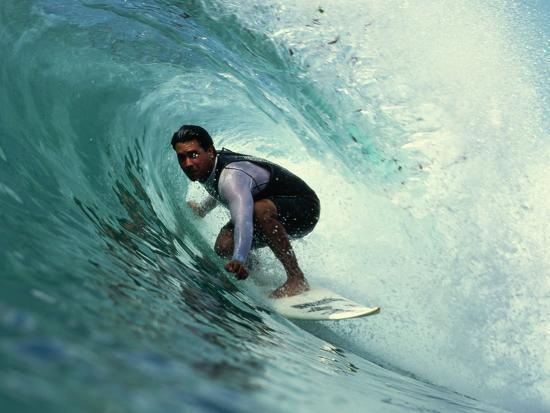 rick-doyle-professional-surfer-riding-a-wave