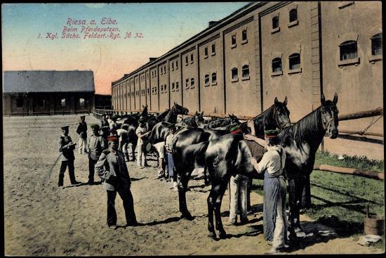 riesa-elbe-soldaten-beim-pferdeputzen-im-kgl-saechs-feldartellerie-reg-32