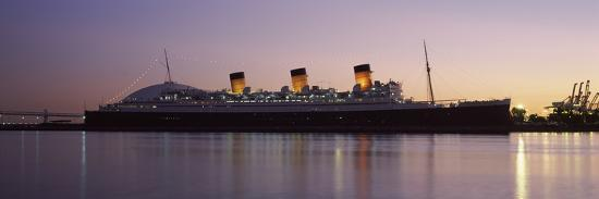 rms-queen-mary-in-an-ocean-long-beach-los-angeles-county-california-usa