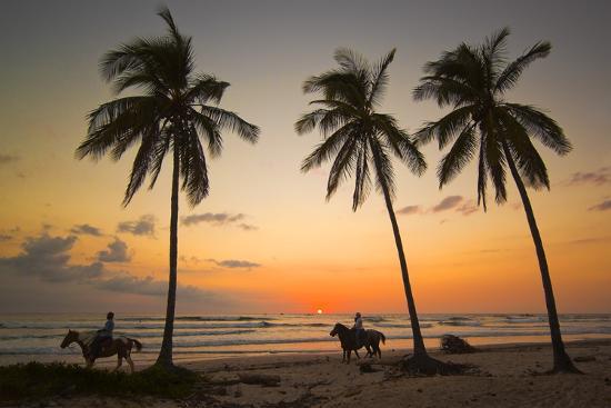 rob-francis-horse-riders-at-sunset