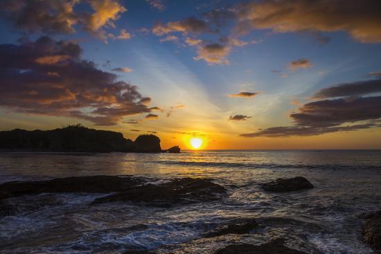 rob-francis-sunset-by-the-southern-headland-of-beautiful-playa-pelada-beach