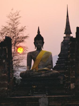 rob-mcleod-seated-buddha-statue-wat-mahathat-sukhothai-thailand