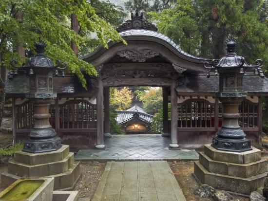 rob-tilley-courtyard-eiheiji-temple-fukui-japan