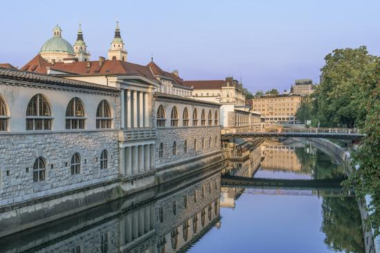 rob-tilley-slovenia-ljubljana-ljubljana-river-and-old-town-at-dawn