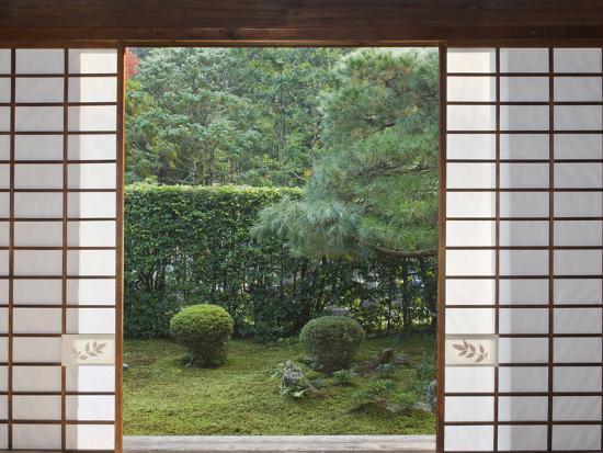 rob-tilley-temple-window-sesshuji-kyoto-japan