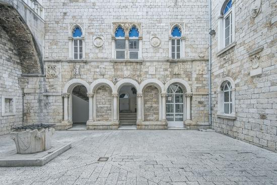 rob-tilley-trogir-city-hall