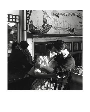 robert-doisneau-essayez-nos-pedalos-1945
