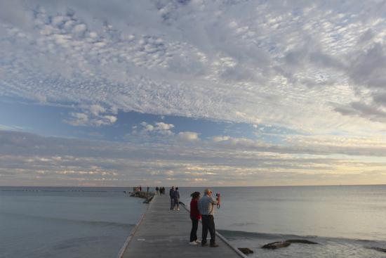 robert-goldwitz-higgs-pier-people-sunset-2014