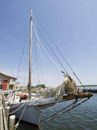 robert-harding-skipjack-sailing-boat-chesapeake-bay-maritime-museum-st-michaels-maryland-usa