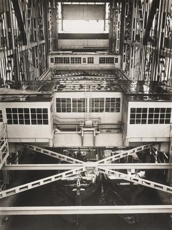 robert-hunt-niederfinow-boat-lift-in-the-berlin-shipyards-germany-in-1934