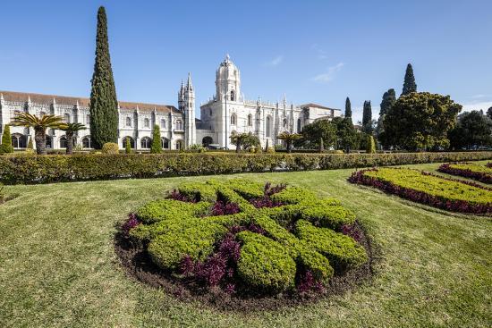roberto-moiola-jeronimos-monastery-with-late-gothic-architecture-unesco-world-heritage-site