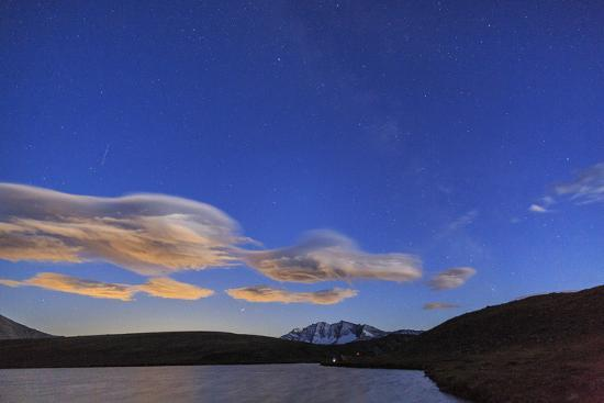 roberto-moiola-pink-clouds-after-sunset-on-rossett-lake-at-an-altitude-of-2709-meters