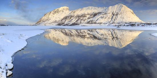 roberto-moiola-snow-capped-mountains-reflected-in-steiropollen-lake-at-sunrise