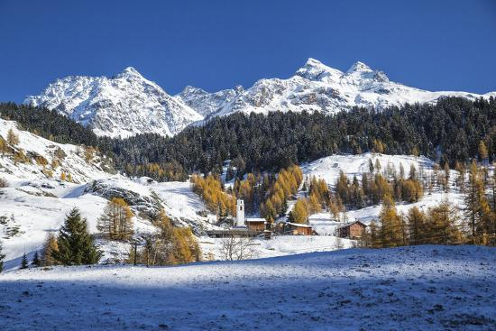 roberto-moiola-snowy-landscape-and-colorful-trees-in-the-small-village-of-sur-canton-of-graubunden-switzerland