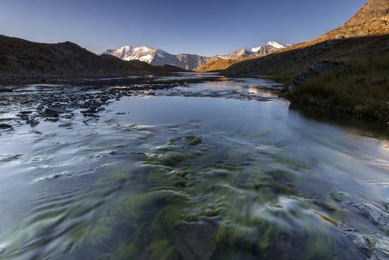 roberto-moiola-the-levanne-mountains-at-sunrise-gran-paradiso-national-park-alpi-graie-graian-alps-italy