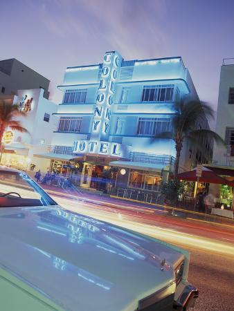 robin-hill-colony-hotel-and-classic-car-south-beach-art-deco-architecture-miami-florida-usa