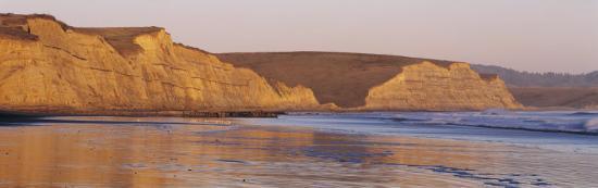 rock-formation-on-the-beach-drake-s-beach-point-reyes-national-seashore-california-usa