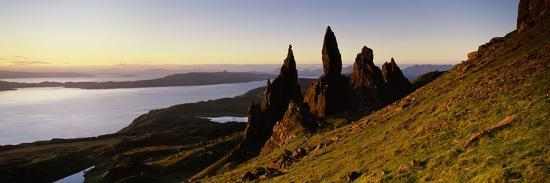 rock-formations-on-the-coast-old-man-of-storr-trotternish-isle-of-skye-scotland